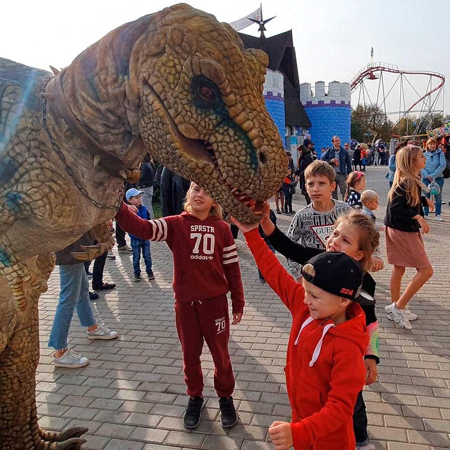 Динозавры в парке Сказка
